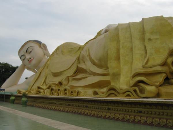 bago_liegender_buddha